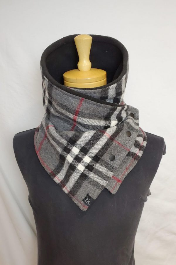 blanket cowl mulberry plaid